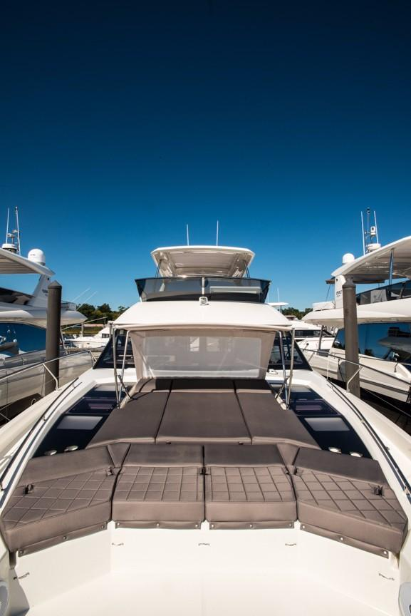Foredeck Sunlouge with Screen