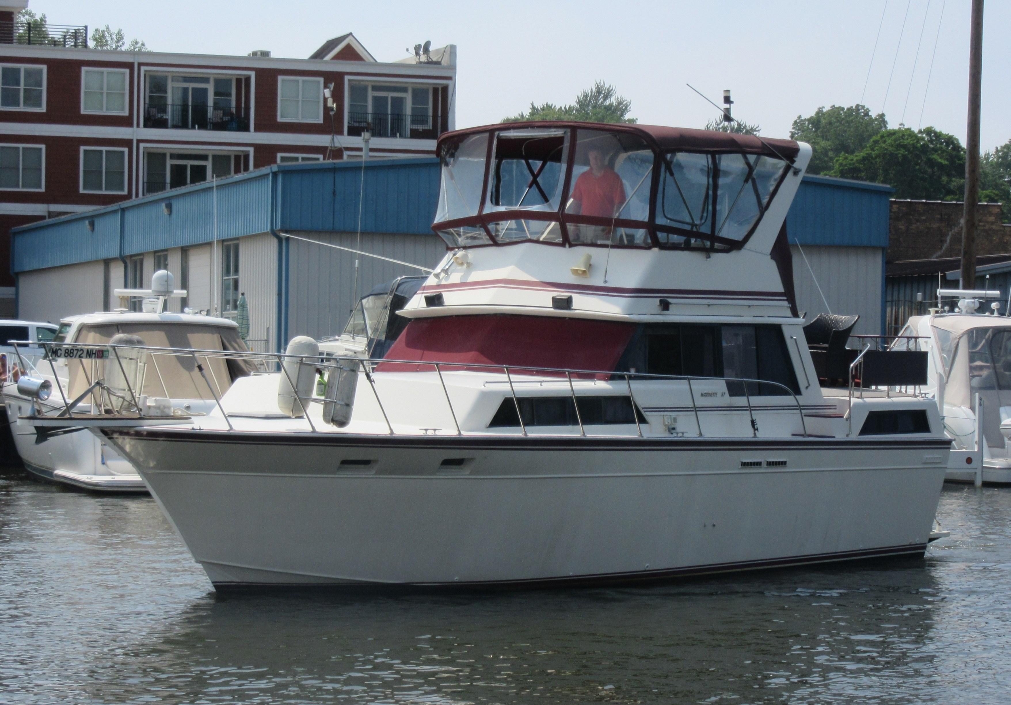 Marinette Double Cabin Motoryacht