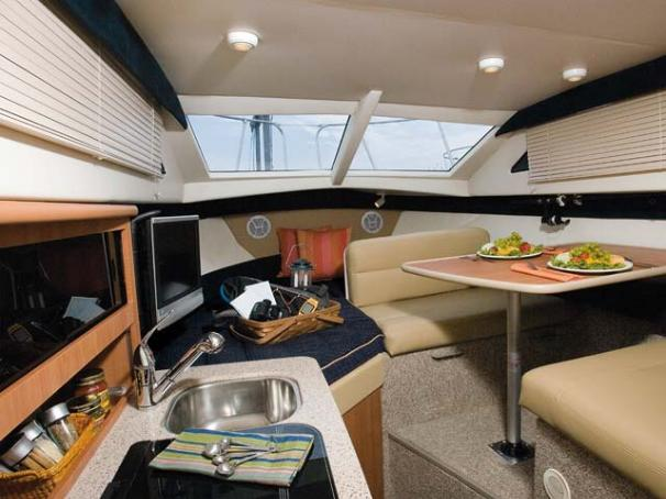 Bayliner Discovery 246 EC - Bayliner 246 Discovery EC  interior