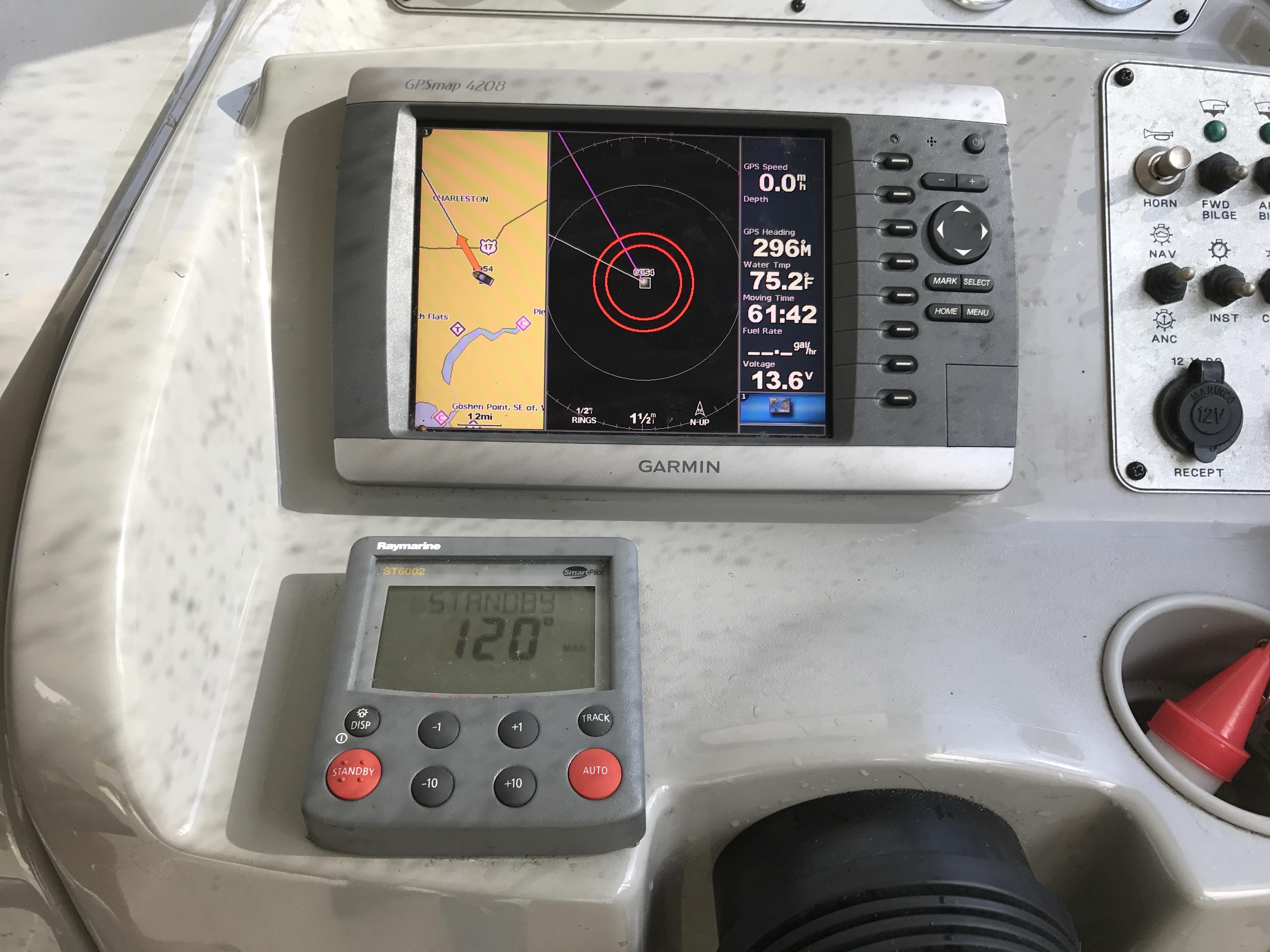 Bayliner Discovery 246 EC - Garmin GPS and Raymarine autopilot