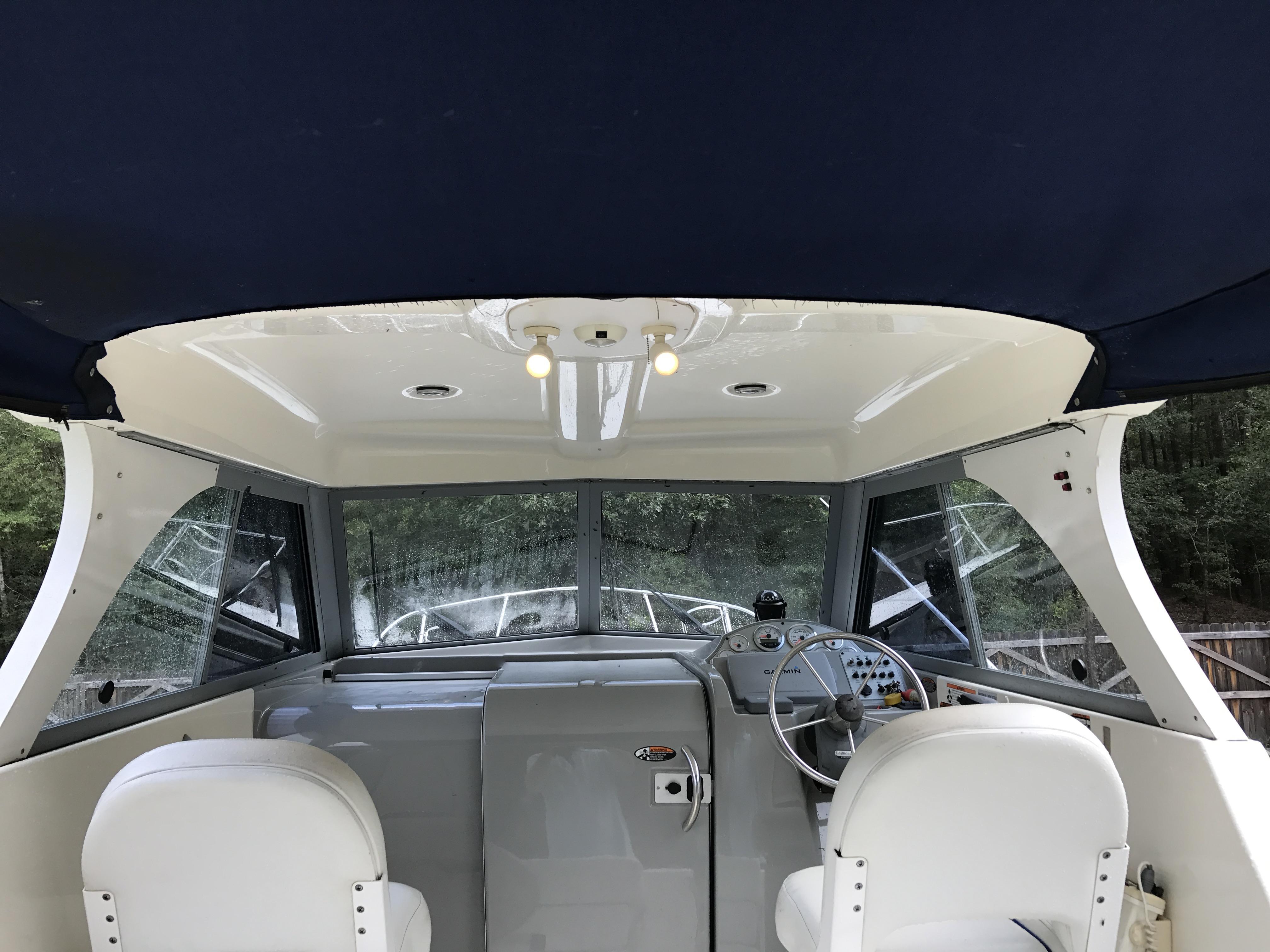Bayliner Discovery 246 EC - hardtop enclosed bridge