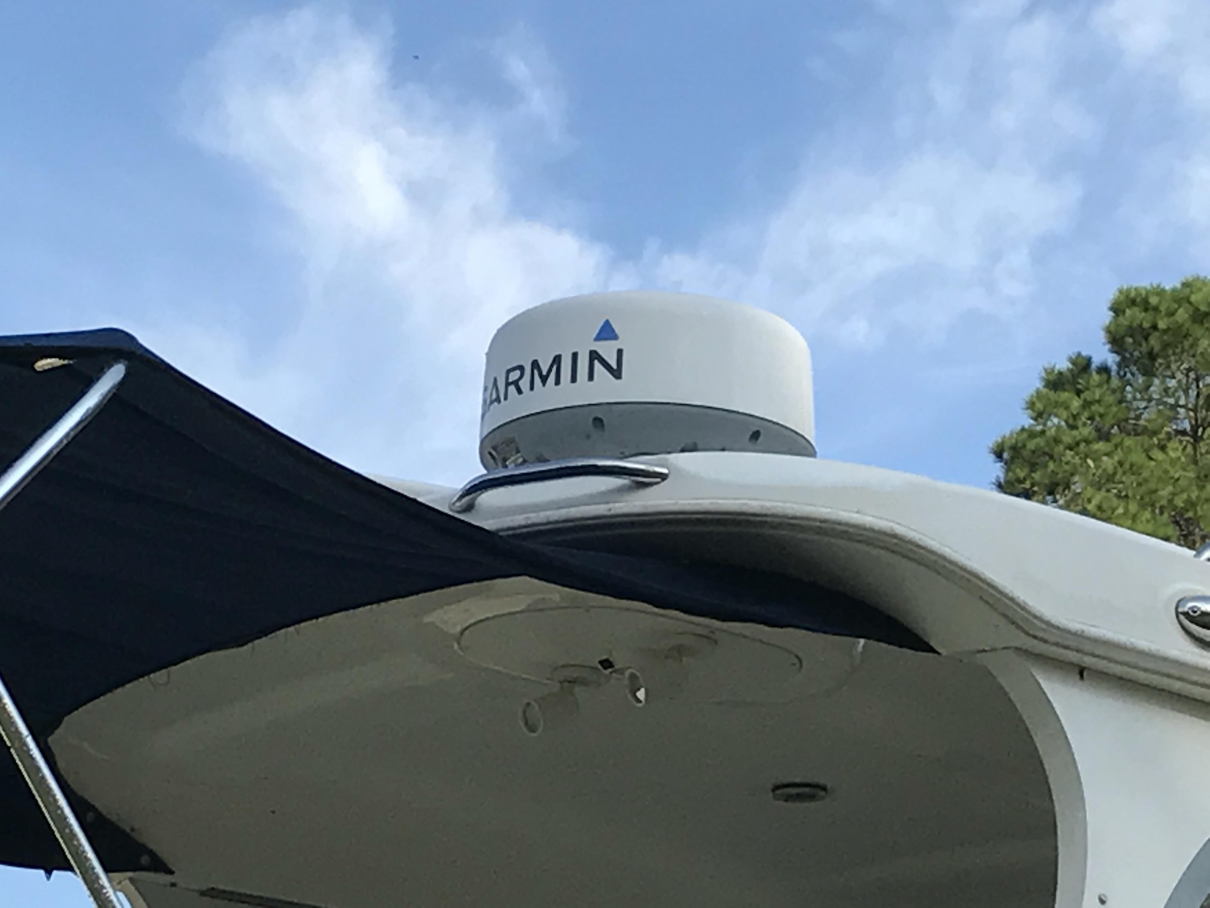 Bayliner Discovery 246 EC - Garmin RADAR and GPS