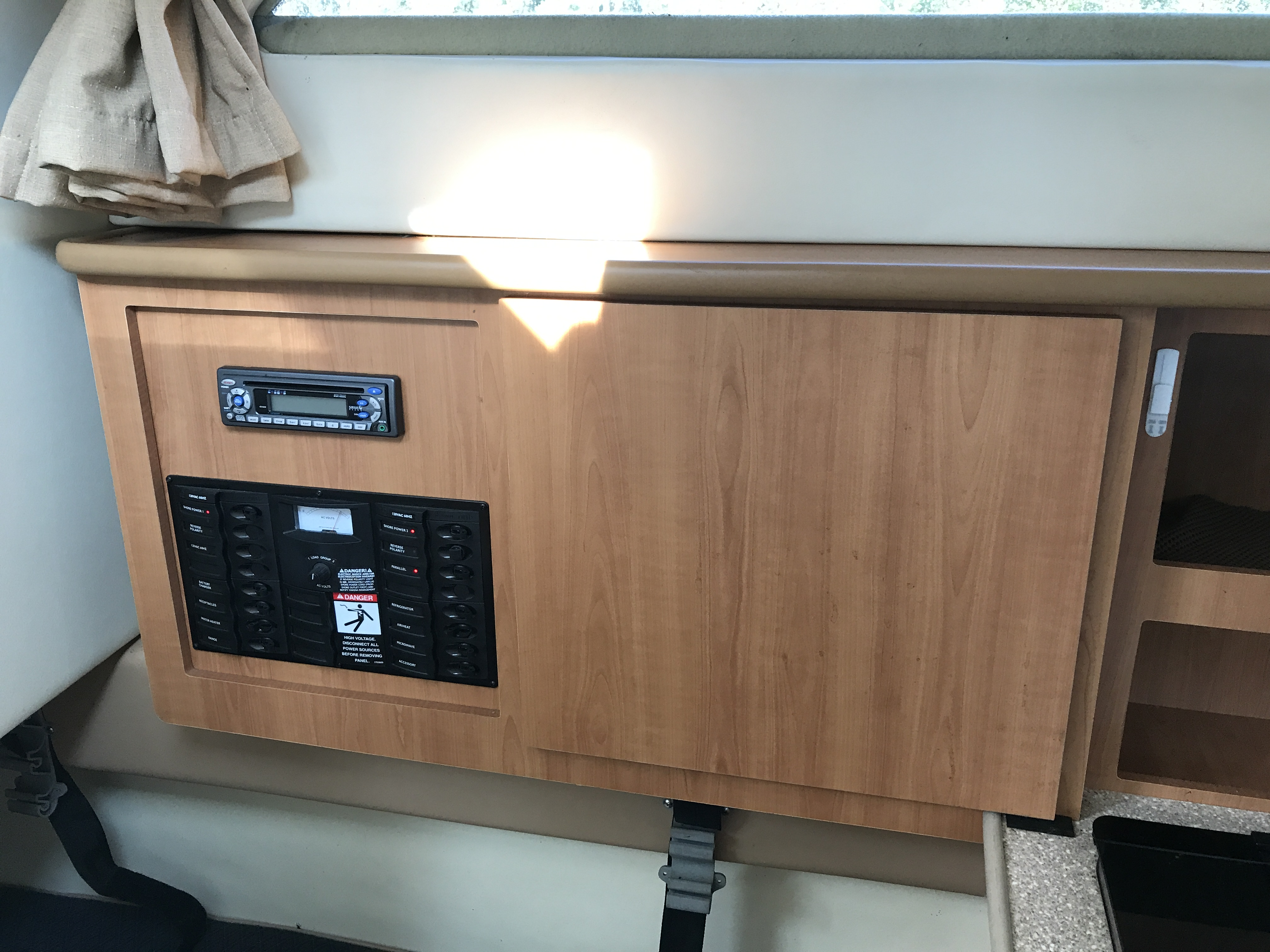 Bayliner Discovery 246 EC - stereo, electrical panel, and cabinet