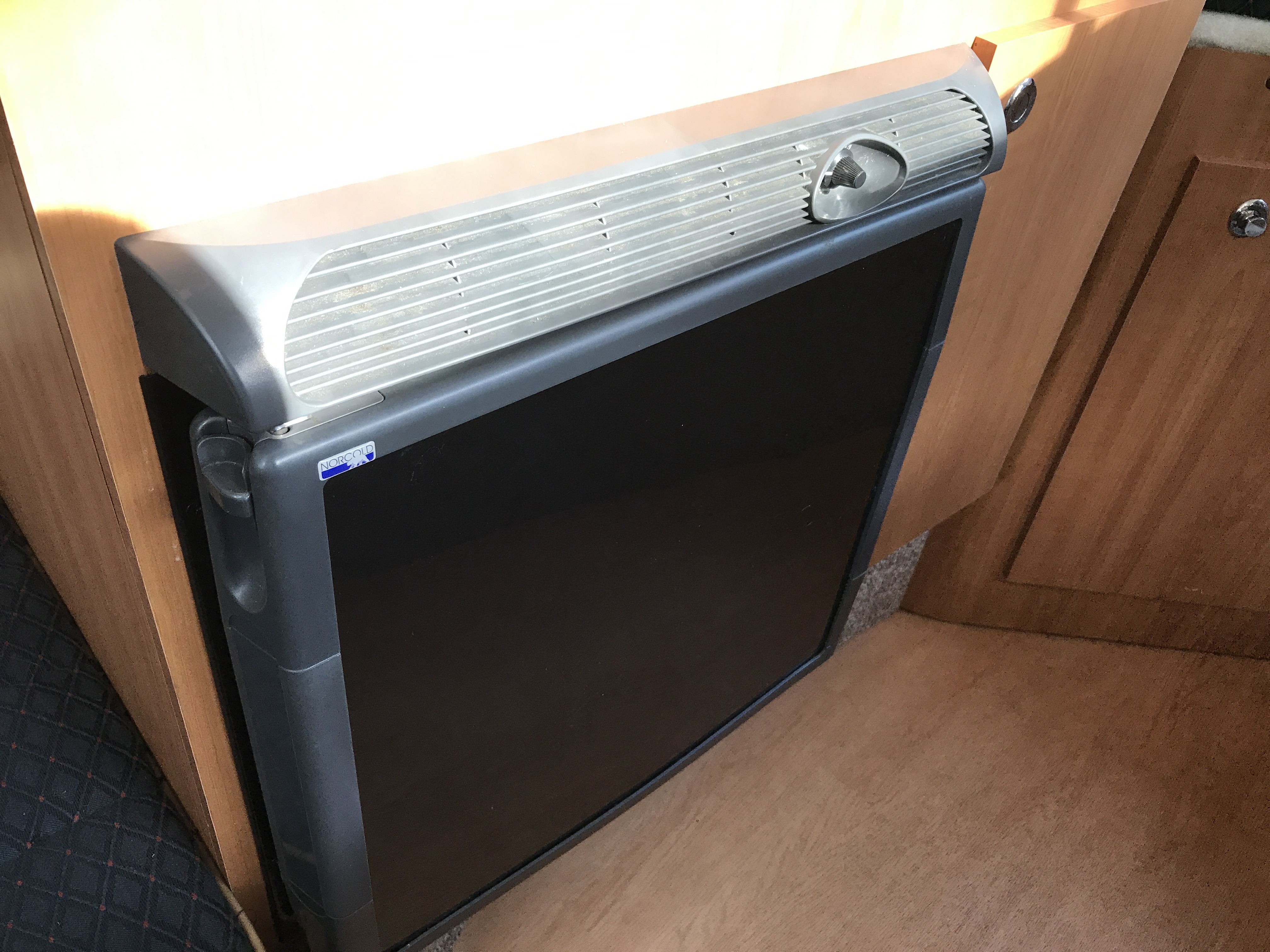 Bayliner Discovery 246 EC - refrigerator