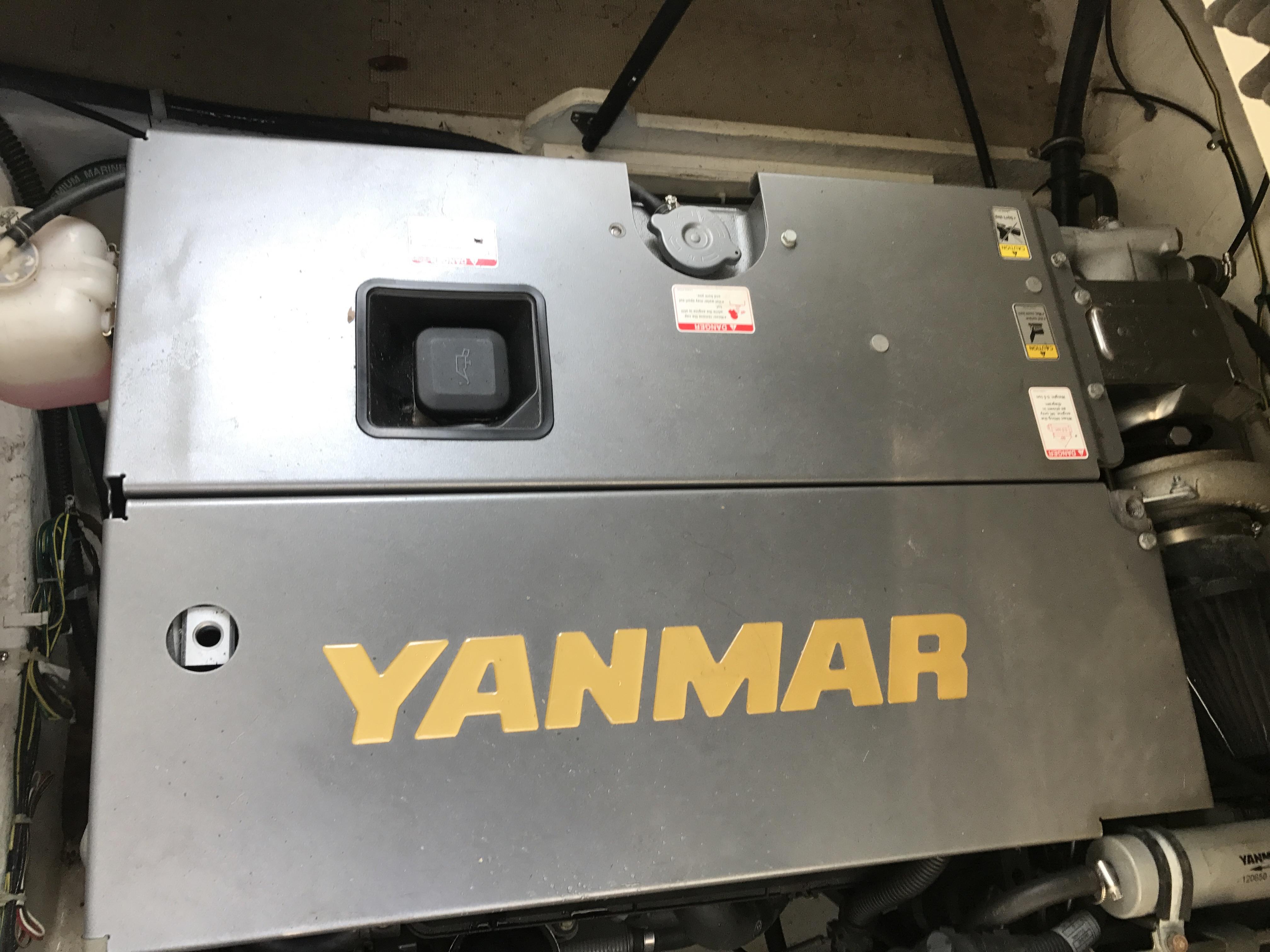 Bayliner Discovery 246 EC - Yanmar metal top diesel
