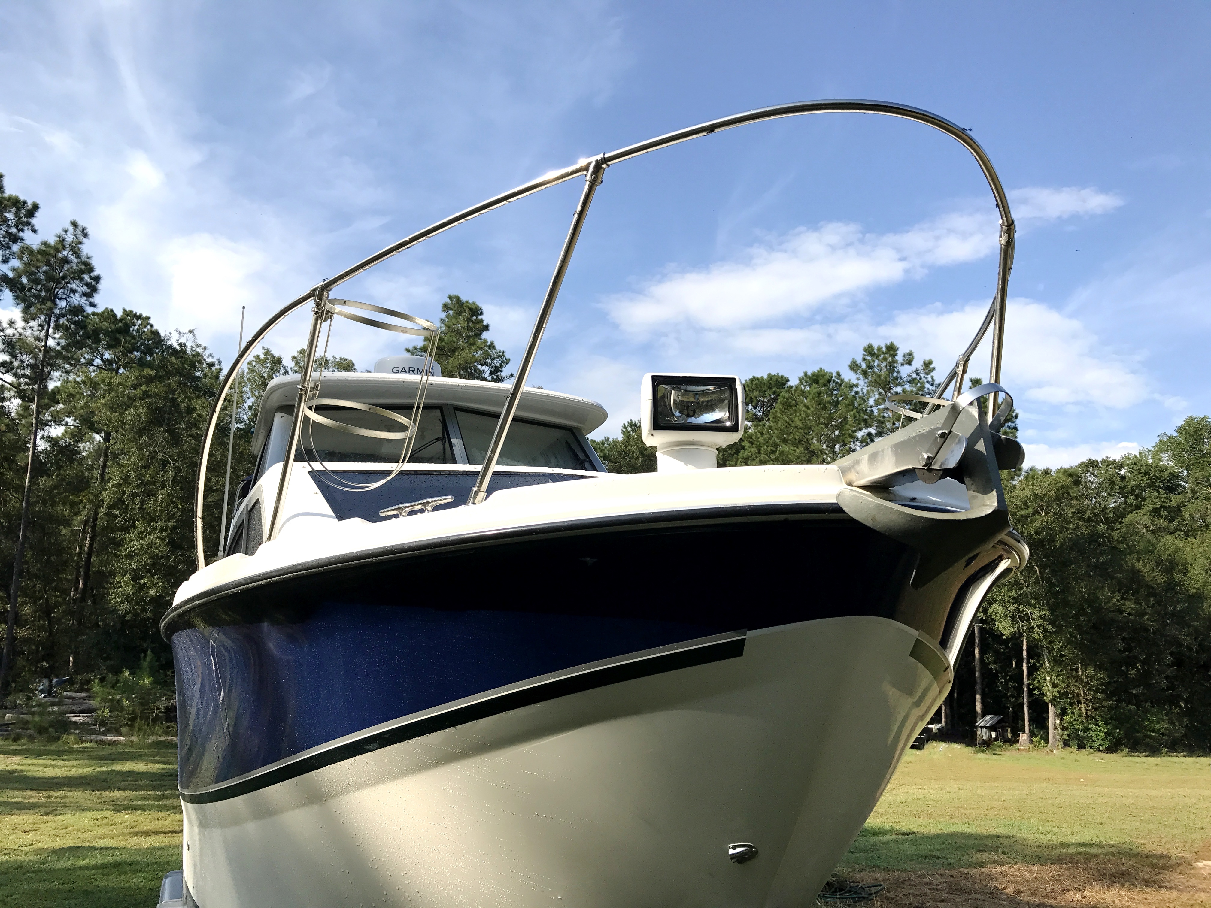 Bayliner Discovery 246 EC - Bayliner discovery bow rails, anchor, and remote spot light