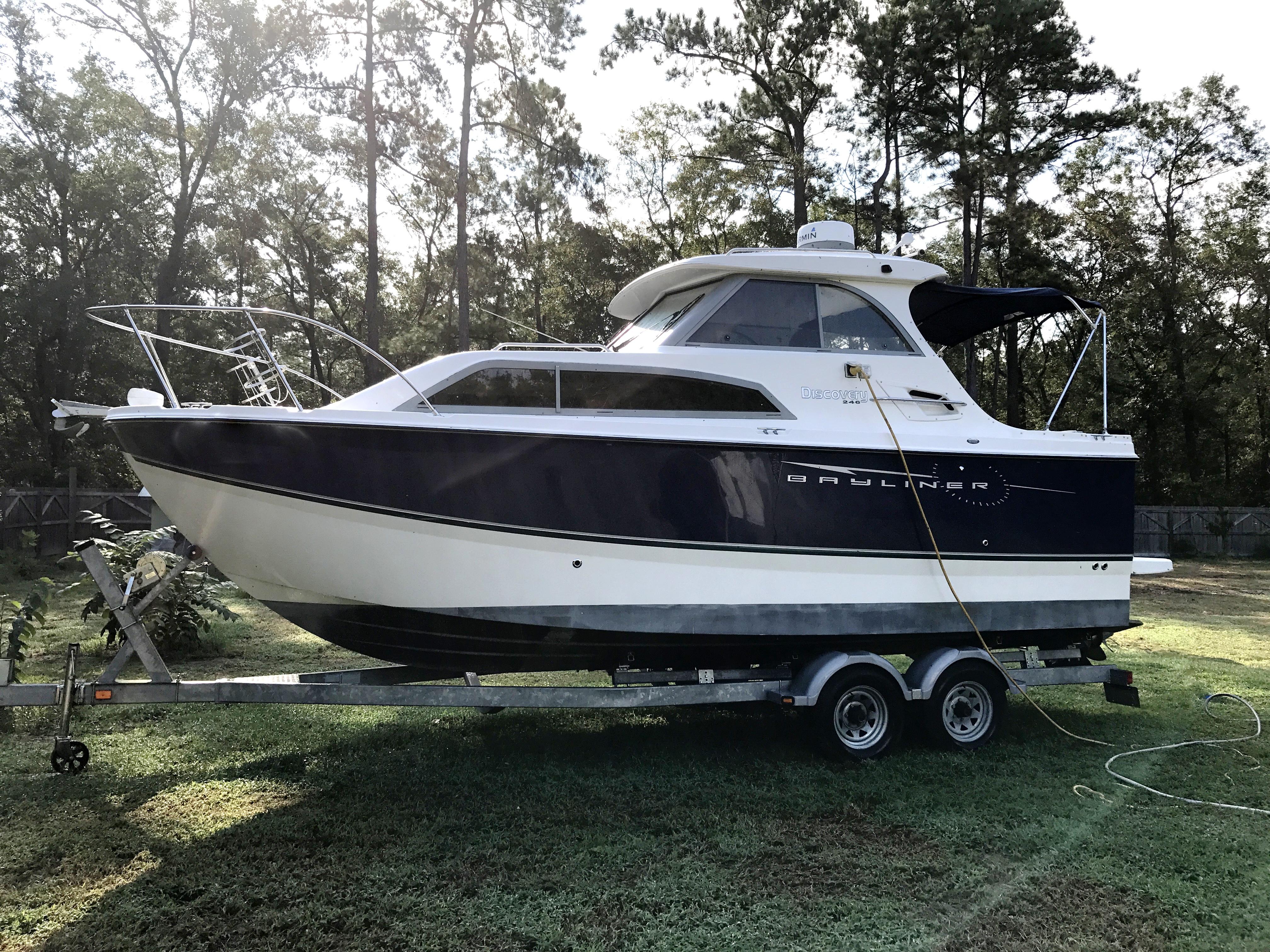 Bayliner Discovery 246 EC - Bayliner 246 Discovery EC and trailer
