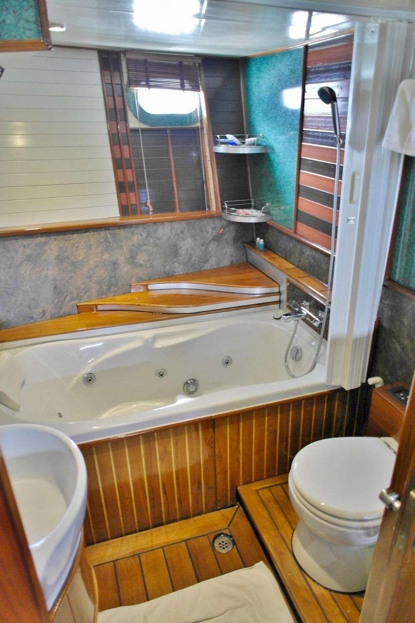 VIP cabin heads with Jacuzzi bath