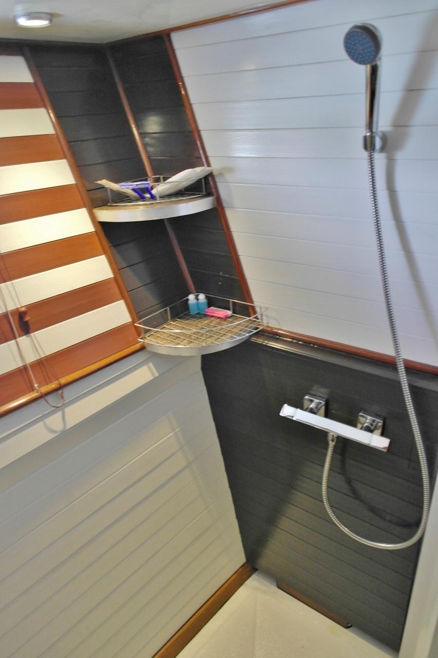 Third VIP cabin shower