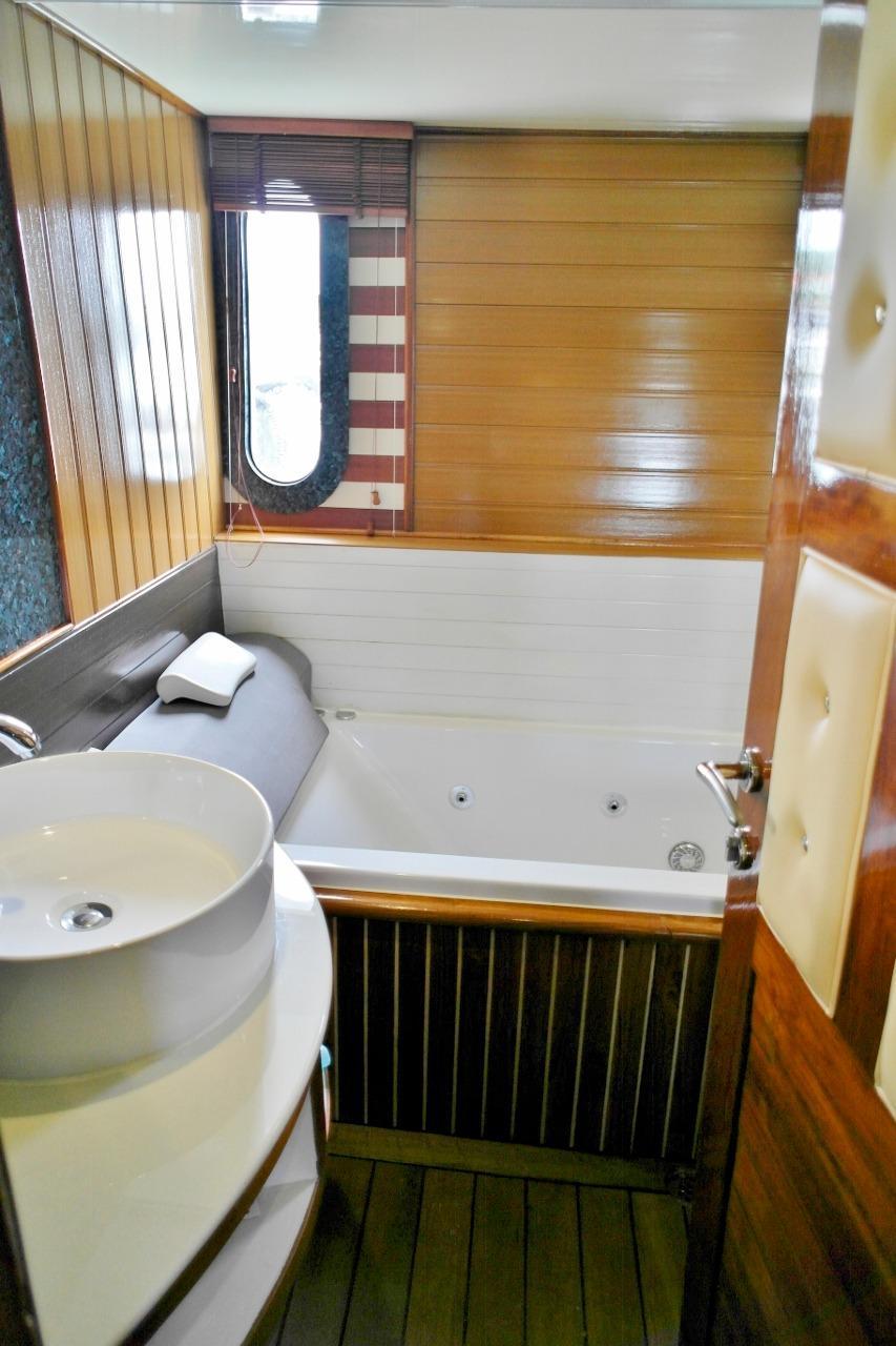 Master cabin bathroom 1