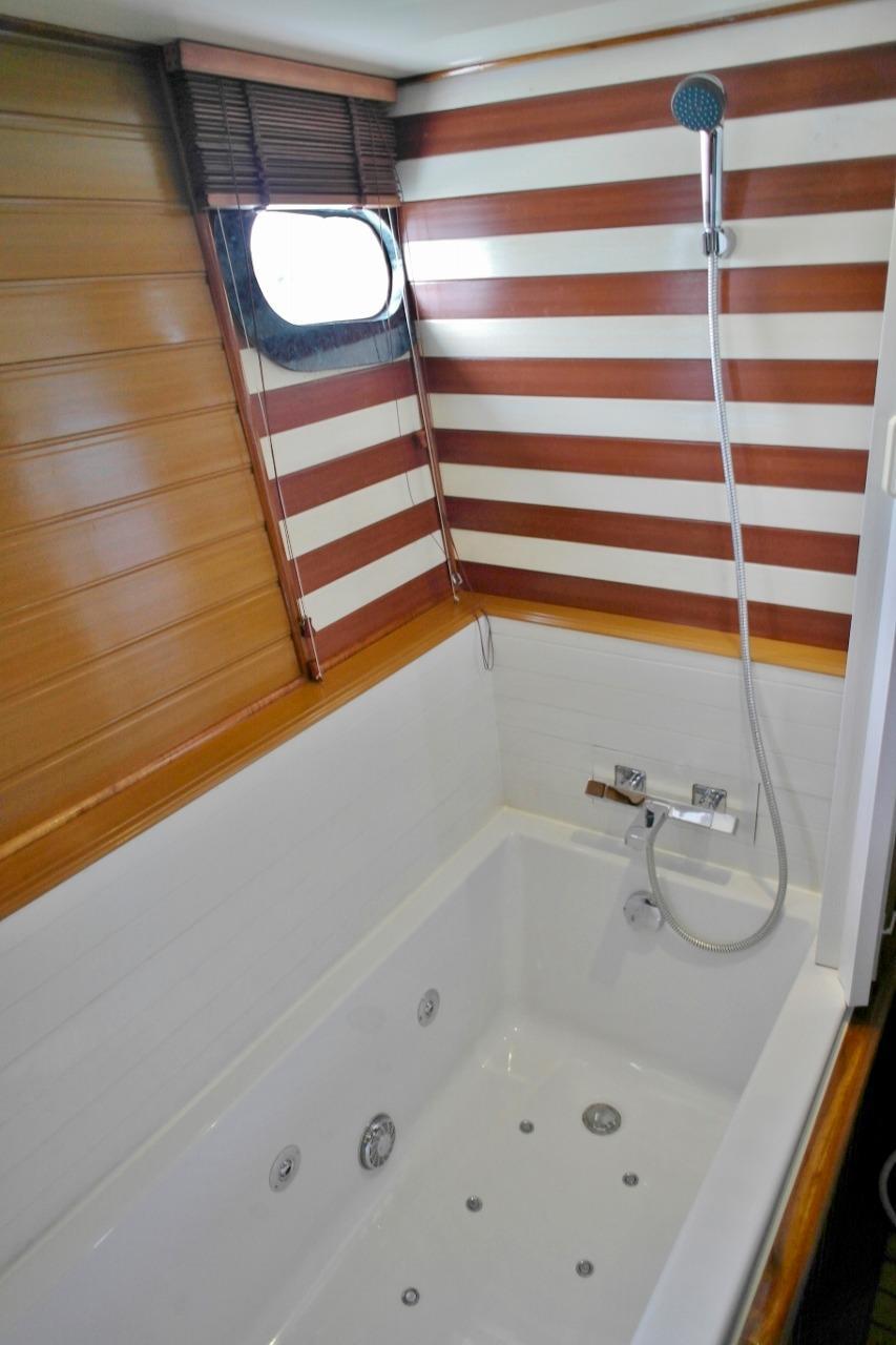 Master cabin bathroom 2
