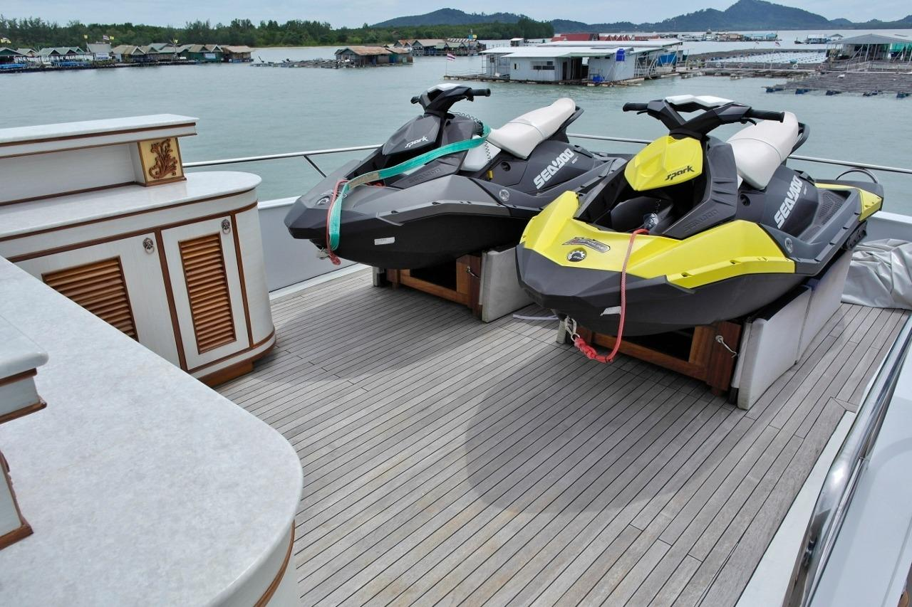 Flybridge with two Sea Doo Spark