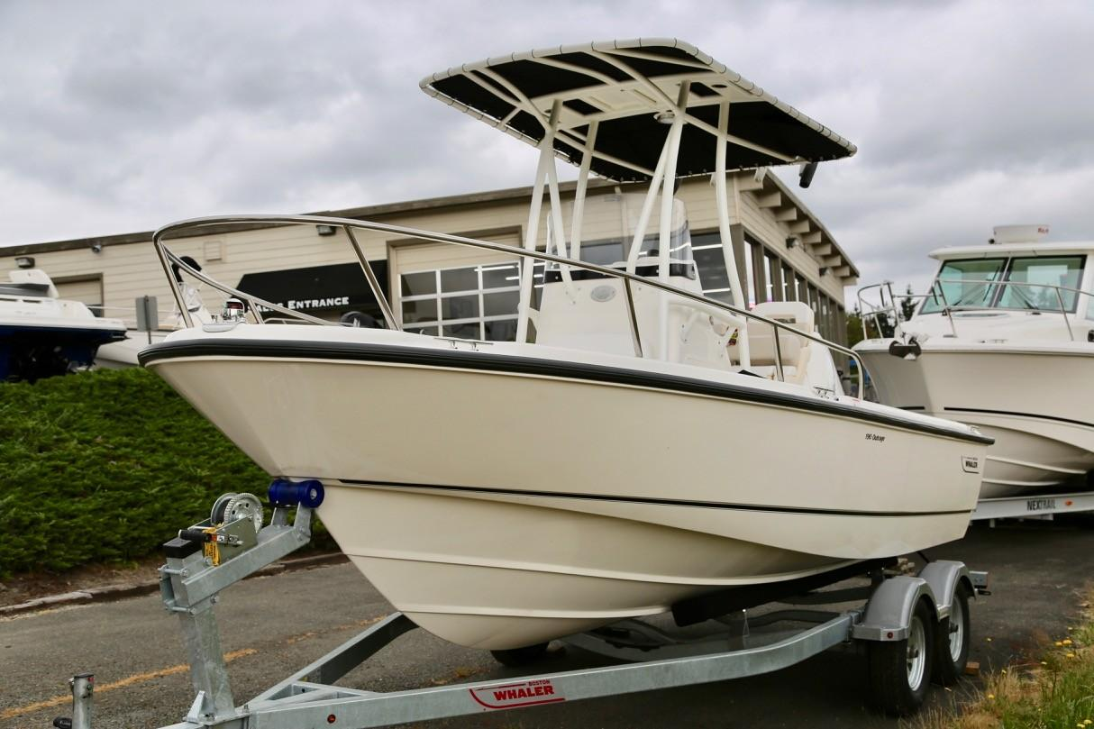 2019 Boston Whaler 190 Outrage