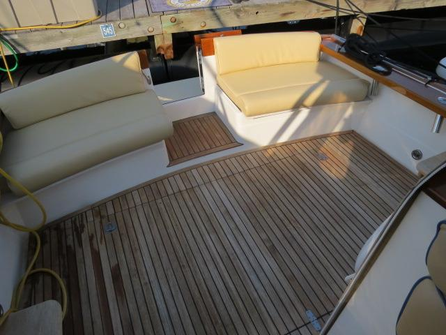 Cockpit, rare swim platform door easy access