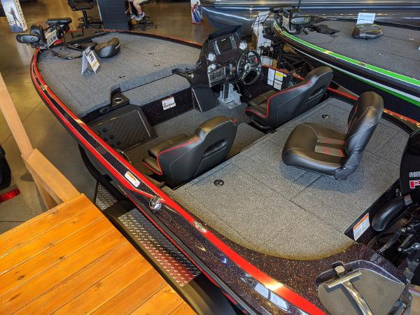 2020 Nitro boat for sale, model of the boat is Z18 Pro & Image # 4 of 13