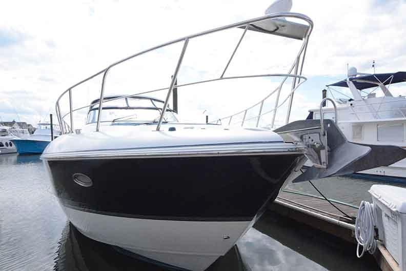 Cruisers Yachts 500 Express - Closeup of bow