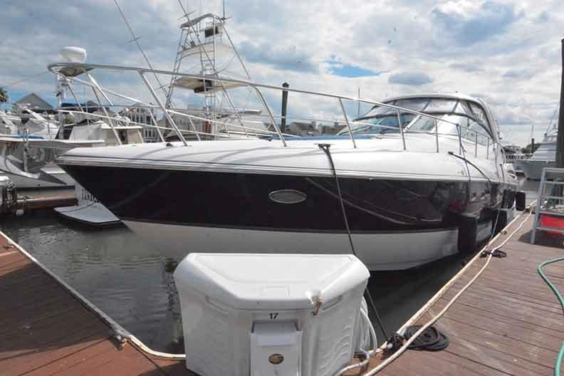 Cruisers Yachts 500 Express - Dockside Port side