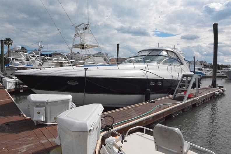 Cruisers Yachts 500 Express - Dockside