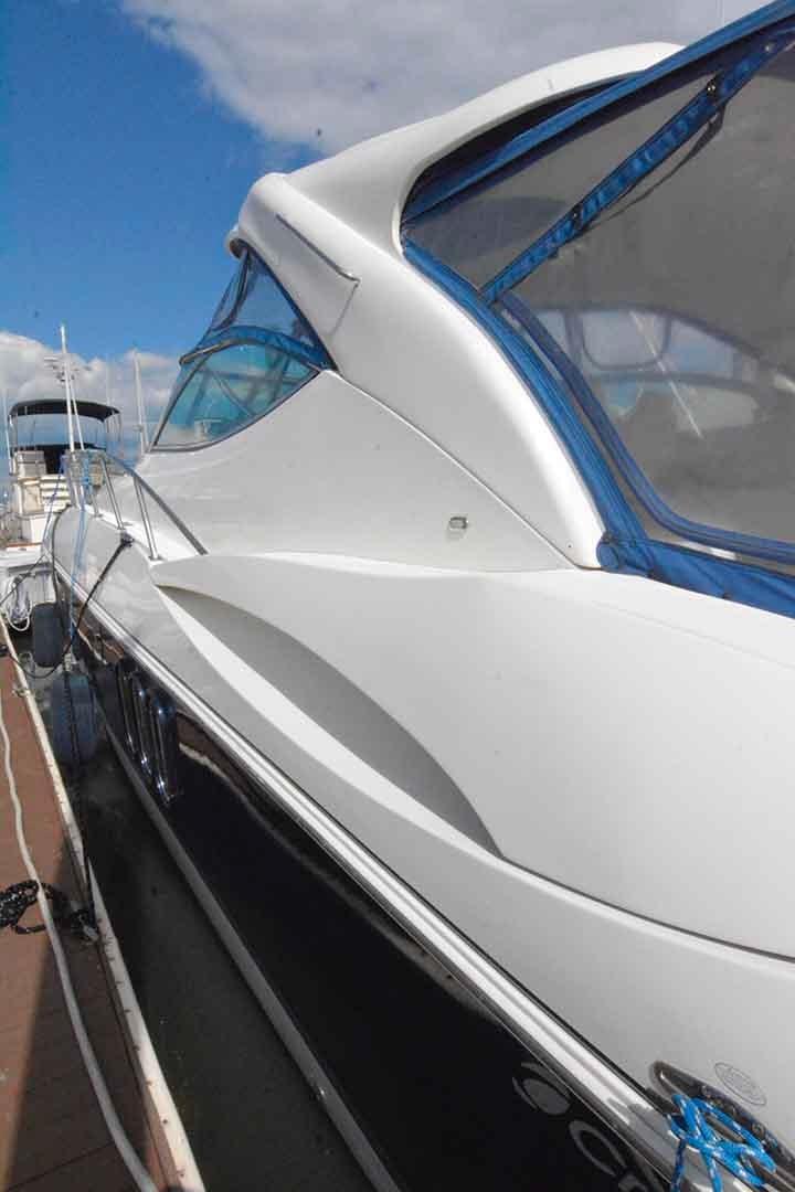 Cruisers Yachts 500 Express - Port side walk around
