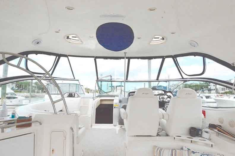Cruisers Yachts 500 Express - Hardtop with skylight cover
