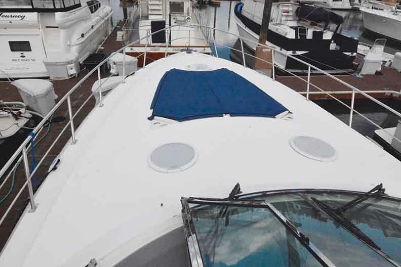Cruisers Yachts 500 Express - Foredeck with Sunpad