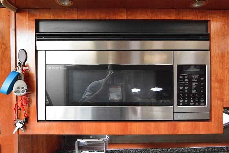 Cruisers Yachts 500 Express - Microwave Convection Oven