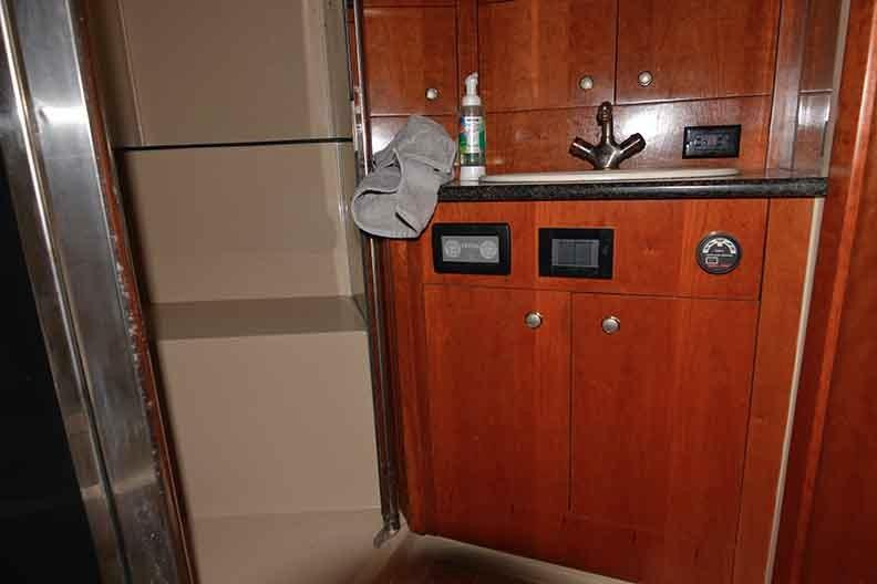 Cruisers Yachts 500 Express - VIP Head Shower Stall