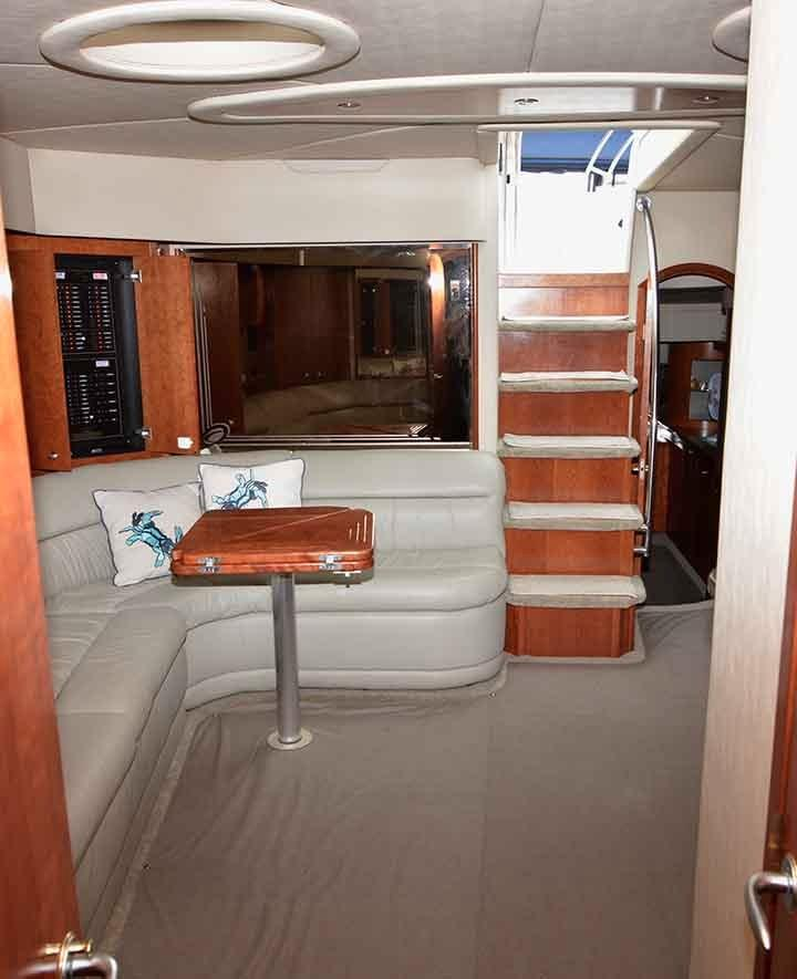 Cruisers Yachts 500 Express - Salon Entryway