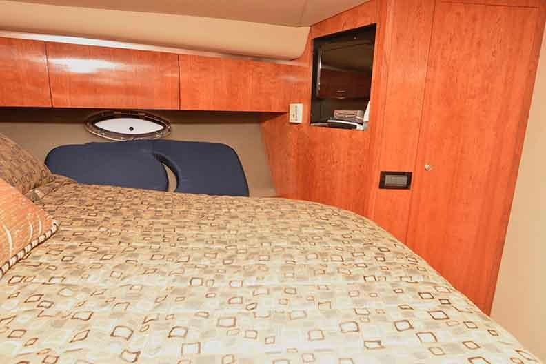 Cruisers Yachts 500 Express - VIP Stateroom to Starboard