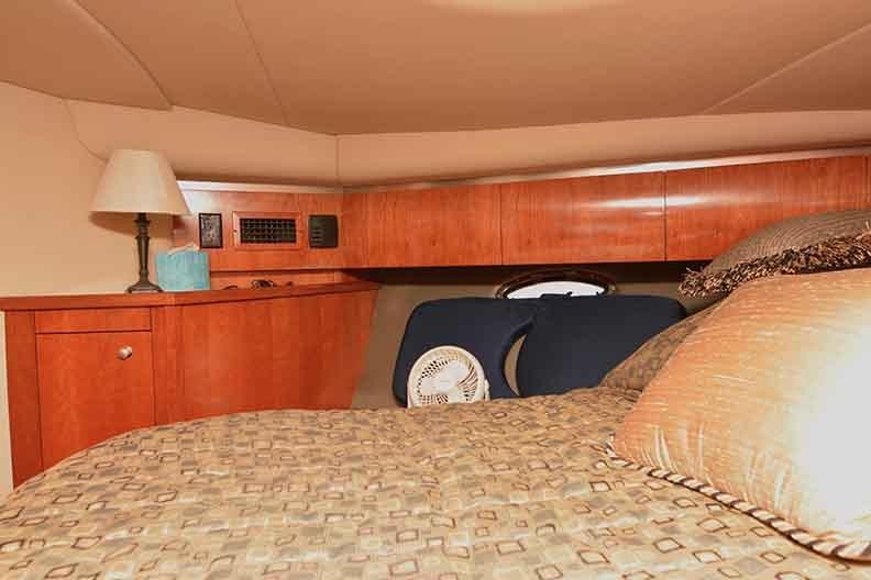 Cruisers Yachts 500 Express - VIP Stateroom to port