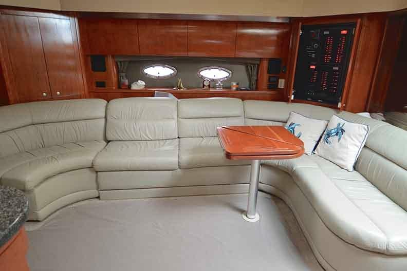 Cruisers Yachts 500 Express - Salon Seating