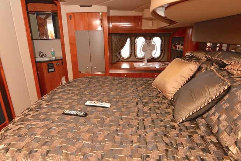 Cruisers Yachts 500 Express - Full Beam Master Stateroom