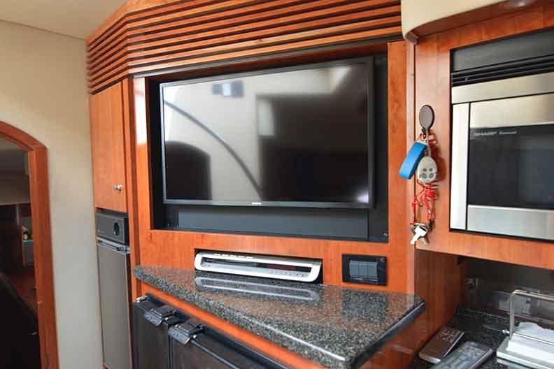 Cruisers Yachts 500 Express - Entertainment Center