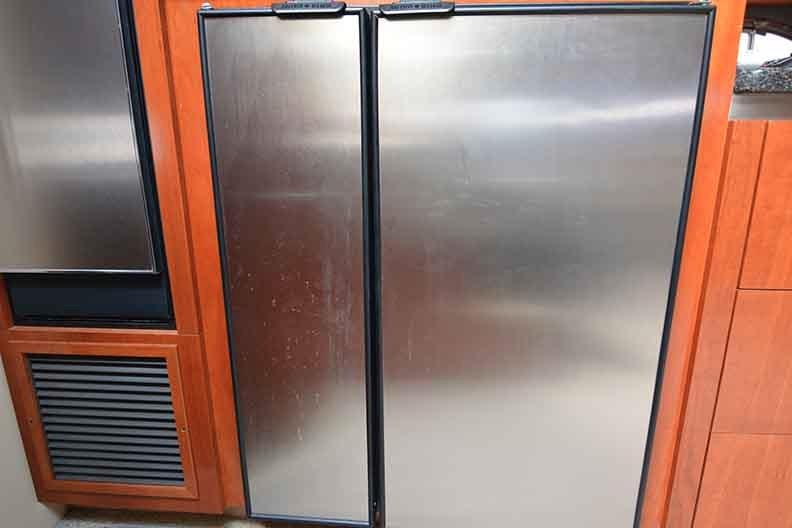 Cruisers Yachts 500 Express - Side By Side Refrigerator/Freezer