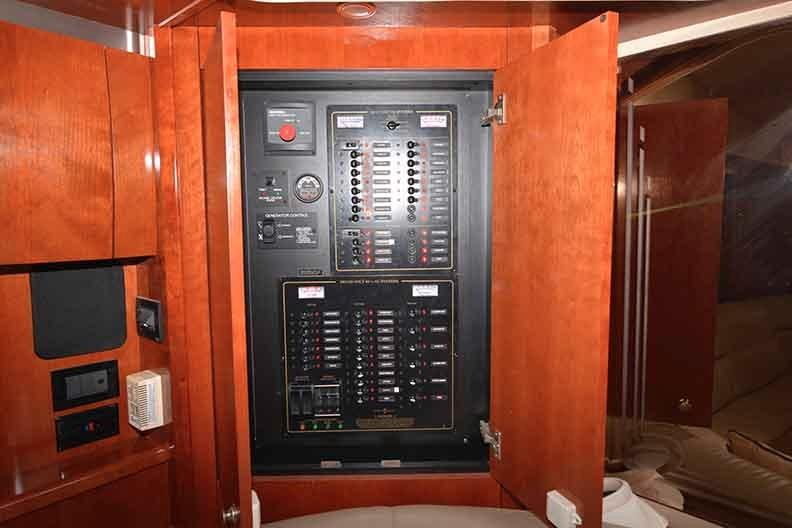 Cruisers Yachts 500 Express - Power Panel