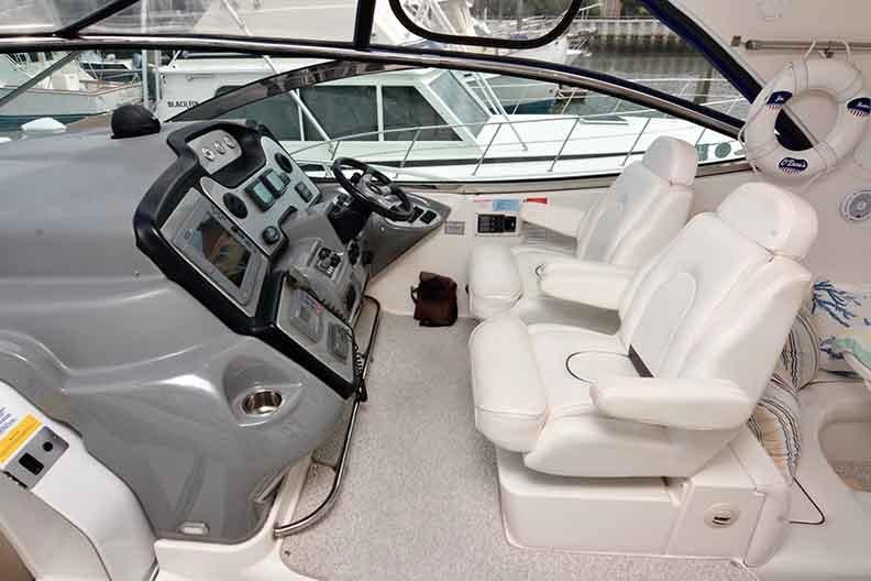 Cruisers Yachts 500 Express - Double Helm Seat