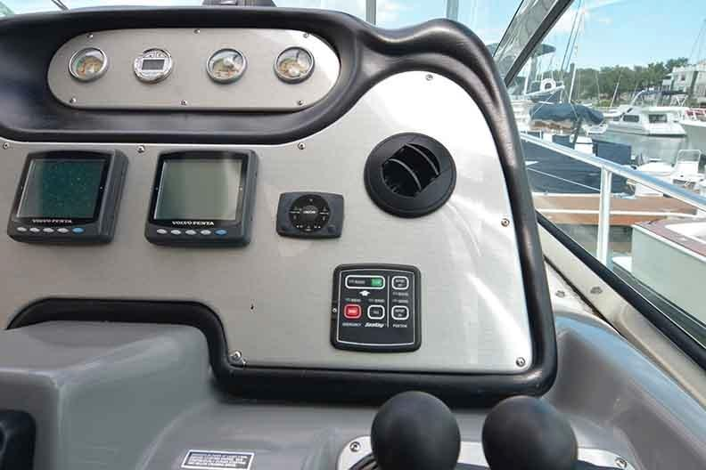 Cruisers Yachts 500 Express - Dash