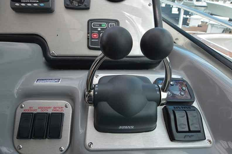 Cruisers Yachts 500 Express - Volvo Electronic Engine Controls