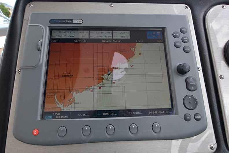 Cruisers Yachts 500 Express - Chartplotter/Radar/Depth