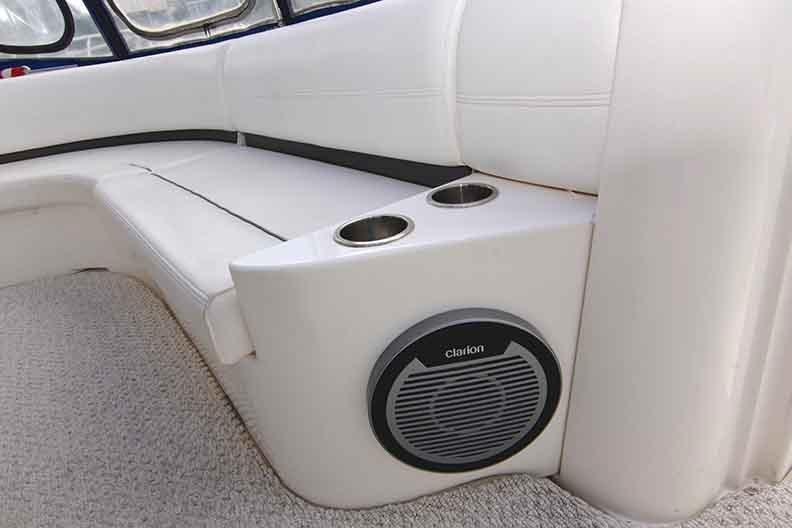 Cruisers Yachts 500 Express - Subwoofer