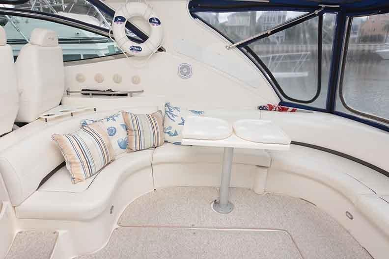 Cruisers Yachts 500 Express - Enormous U-shaped lounge to starboard aft