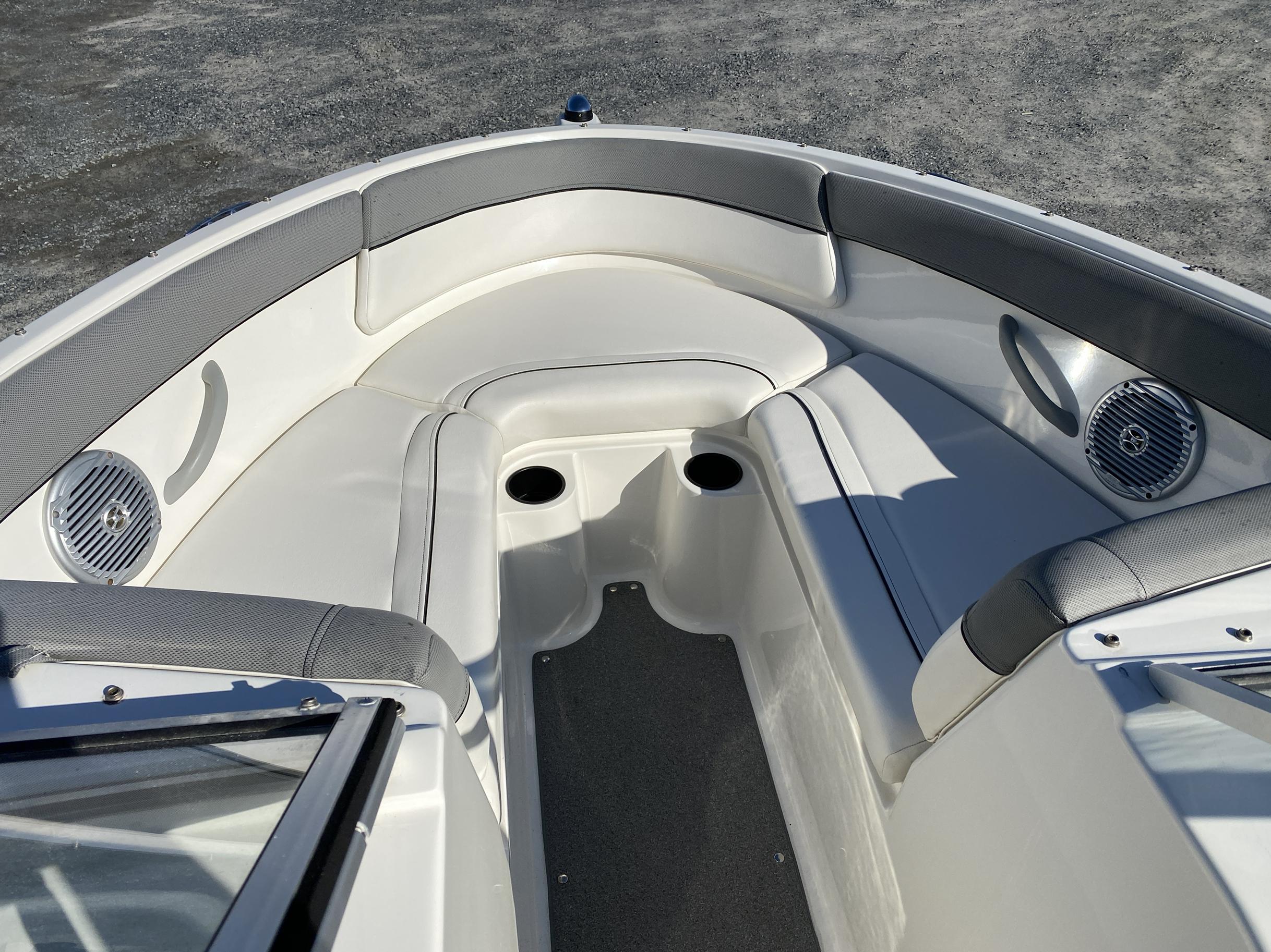 2014 Bayliner boat for sale, model of the boat is 190 Bowrider & Image # 8 of 10