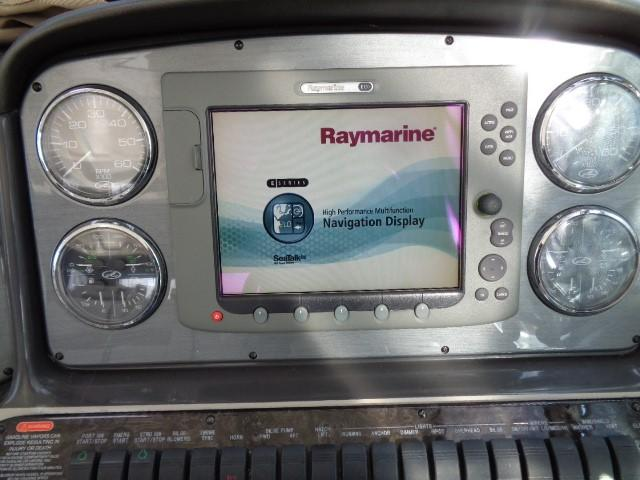 Sea Ray 40 Sundancer - Raymarine system