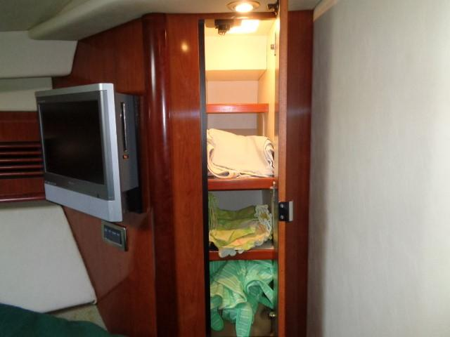 Sea Ray 40 Sundancer - storage to starboard
