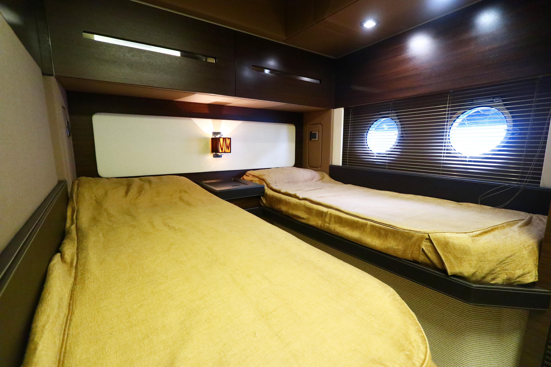 Azimut 72S - Guest Cabin