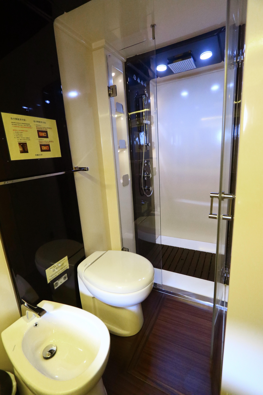 Azimut 72S - VIP Shower