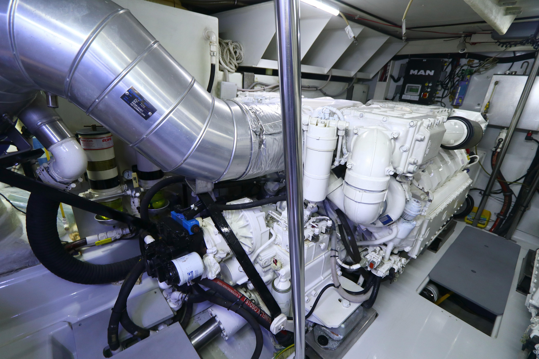 Azimut 72S - Engine Room