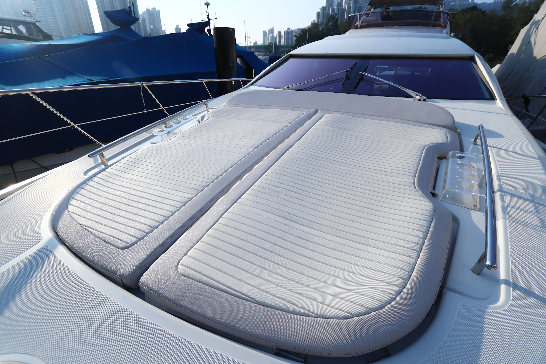 Azimut 72S - Bow Sunpad