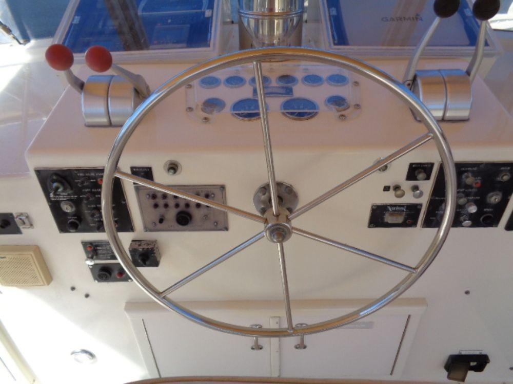 Hatteras 61 Motor Yacht - Upper Helm 2