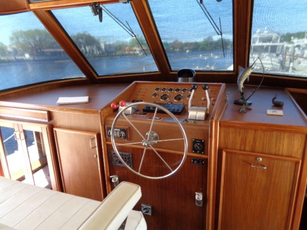 Hatteras 61 Motor Yacht - Pilothouse